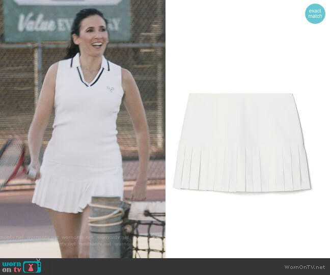 Pleated Hem Tennis Skirt by Tory Sport worn by Delia (Michaela Watkins) on The Unicorn