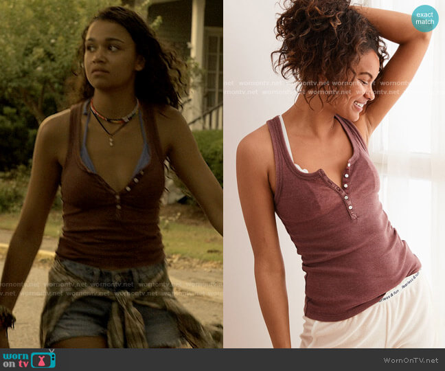 AE Aerie Ribbed Henley Tank in Dark Rust worn by Kiara Carrera (Madison Bailey) on Outer Banks