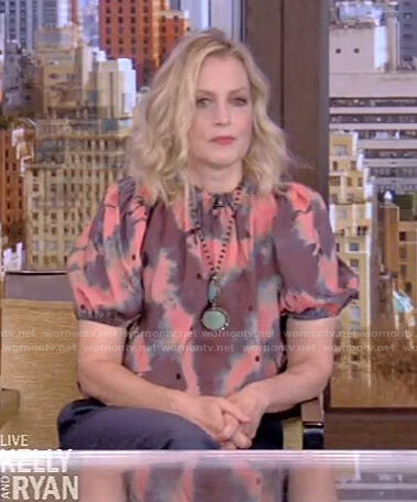 Ali Wentworth's tie dye top on Live with Kelly and Ryan