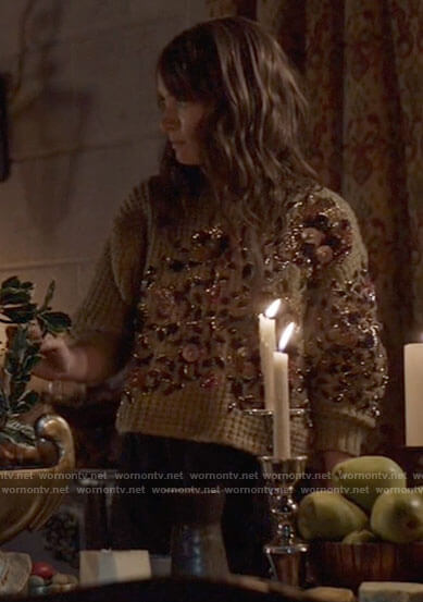 Alice's beige embellished sweater on Batwoman