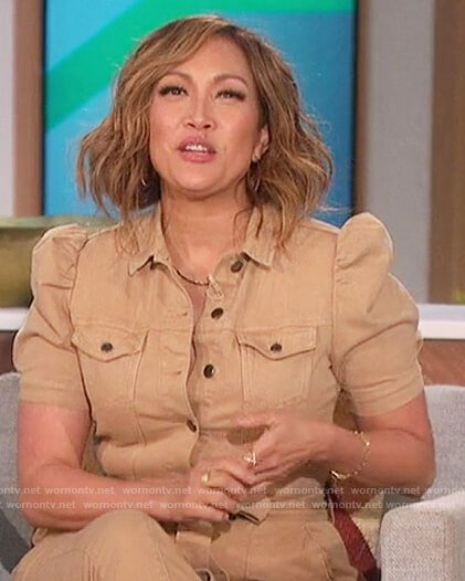 Carrie's beige jumpsuit on The Talk
