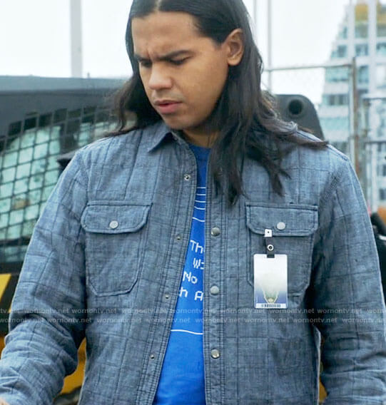 Cisco's blue windows t-shirt and quilted shirt on The Flash