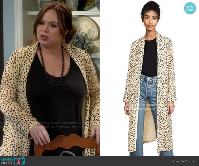 Cupcakes and Cashmere Arianne Duster Coat  worn by Kristin Baxter (Amanda Fuller) on Last Man Standing