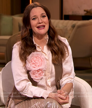Drew's pleated metallic skirt on The Drew Barrymore Show