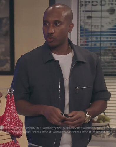 Gary's gray zip down shirt on Kenan