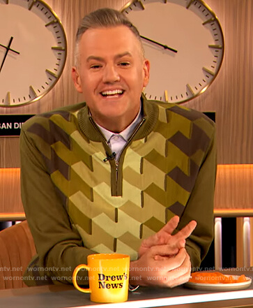 Ross Mathew's green patterned sweater on The Drew Barrymore Show