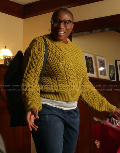 Hen's yellow cable knit sweater on 9-1-1