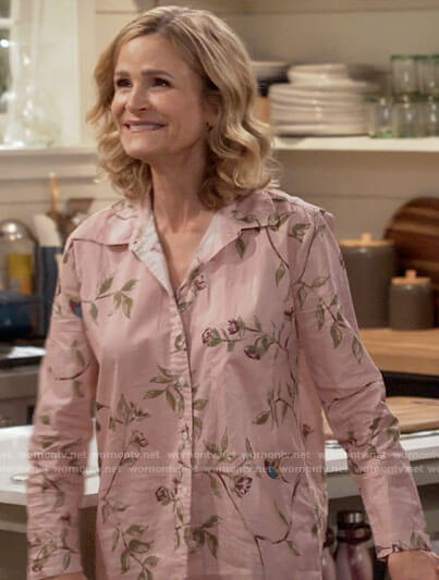 Jean's pink floral pajamas on Call Your Mother