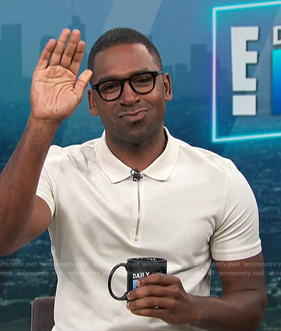 Justin's white quarter zip polo shirt on E! News Daily Pop