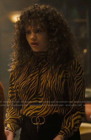 Maggie's yellow zebra print blouse on Charmed
