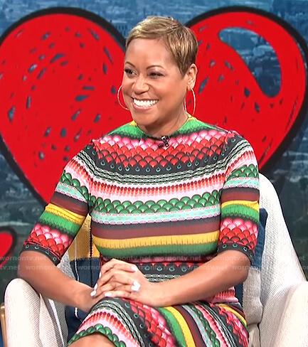 Monique Kelley's multicolor printed dress on E! News Daily Pop
