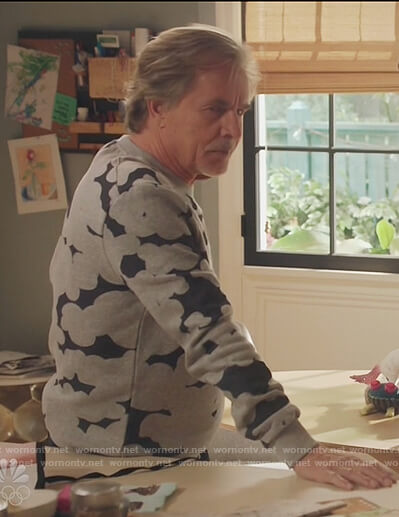 Rick's gray cloud print sweatshirt on Kenan