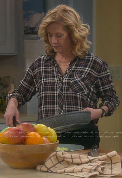 Vanessa's black and pink plaid shirt on Last Man Standing
