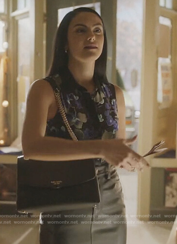 Veronica's black leather bag on Riverdale