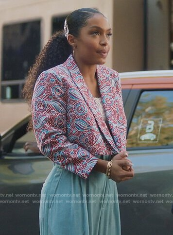 Zoey's floral printed cropped blazer on Grown-ish