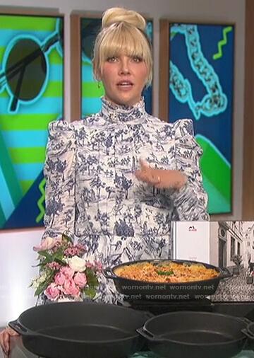 Amanda's printed turtleneck dress on The Talk