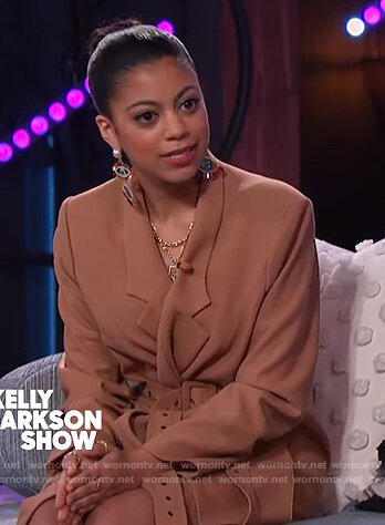 Arica Himmel's beige belted coat on The Kelly Clarkson Show