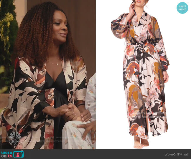 Sedona Printed Silk Long Robe by Christine Lingerie worn by Vanessa Bell Calloway on Kenan