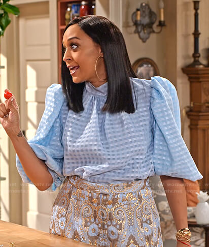 Cocoa's blue gingham puff sleeve top and jacquard shorts on Family Reunion