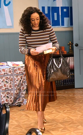 Cocoa's metallic striped sweater and pleated skirt on Family Reunion