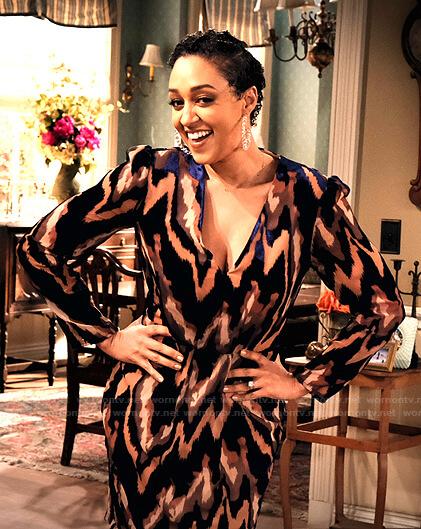 Cocoa's zig-zag print v-neck dress on Family Reunion