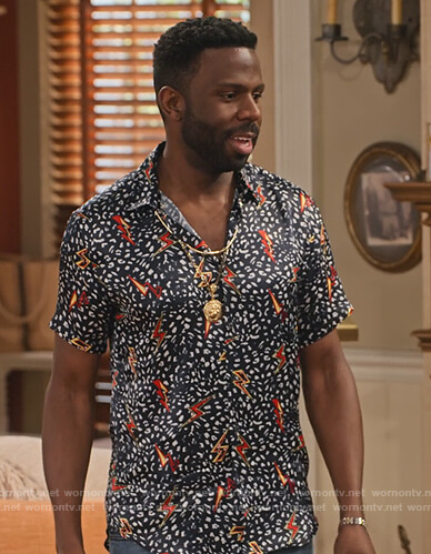 Daniel's black lightning bolt print shirt on Family Reunion