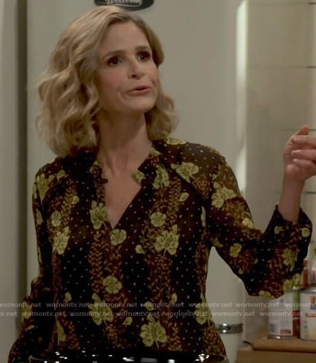 Jean's black floral blouse on Call Your Mother