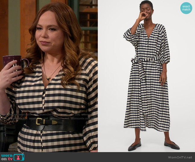H&M Lyocell-blend Dress in Dark Blue / Beige Checked worn by Kristin Baxter (Amanda Fuller) on Last Man Standing