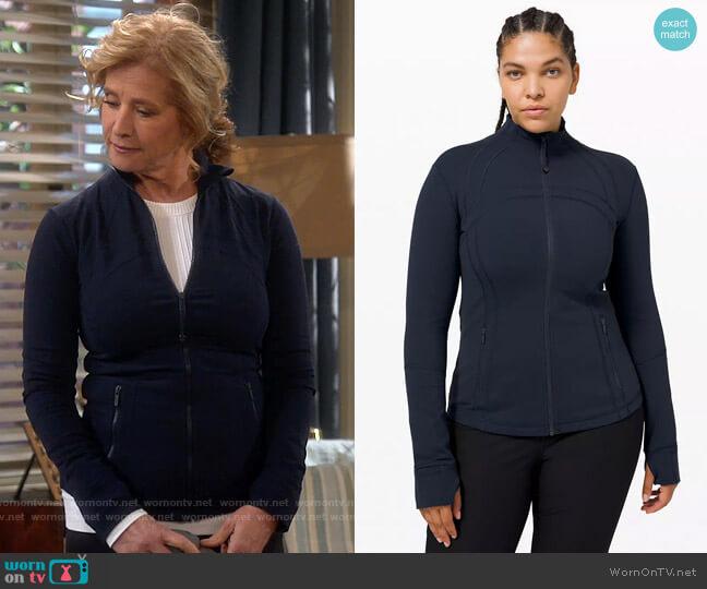 Lululemon Define Jacket in True Navy worn by Vanessa Baxter (Nancy Travis) on Last Man Standing