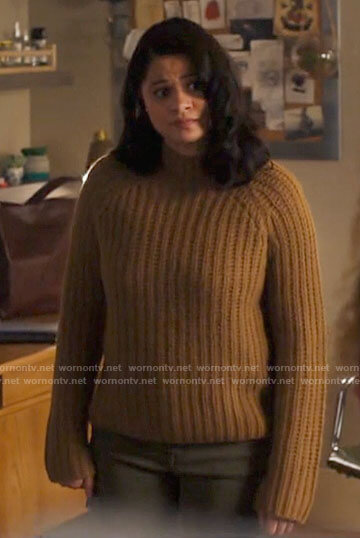 Mel's light brown knit sweater on Charmed