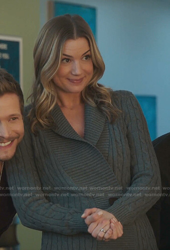 Nic's grey cable knit cardigan on The Resident