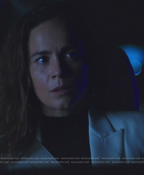 Teresa's white single breasted blazer on Queen of the South