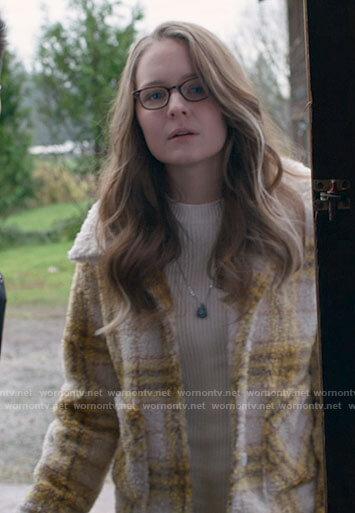 Young Kara's yellow plaid jacket on Supergirl
