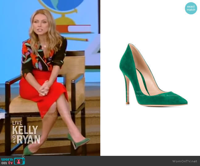 Ellipsis Pointed Pumps by Gianvito Rossi worn by Kelly Ripa  on Live with Kelly & Ryan