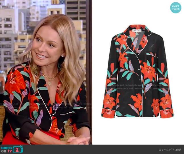 Floral Pajama Shirt by Diane von Furstenberg worn by Kelly Ripa  on Live with Kelly & Ryan