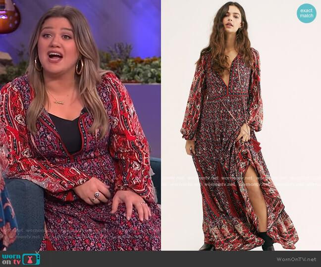 Happy Feelings Midi Dress by Free People worn by Kelly Clarkson  on The Kelly Clarkson Show