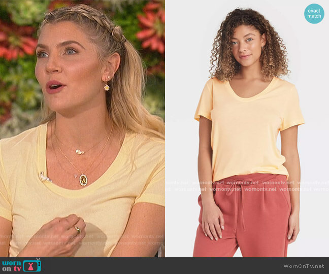 Short Sleeve Scoop Neck T-Shirt by A New Day worn by Amanda Kloots  on The Talk