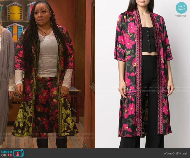Dottie reversible kimono by Alice + Olivia worn by Raven Baxter (Raven-Symoné) on Ravens Home