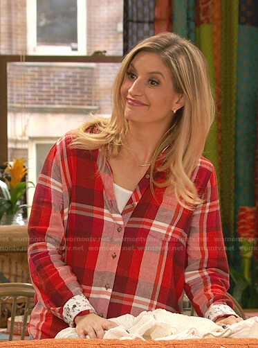 Chelsea's red plaid shirt on Ravens Home