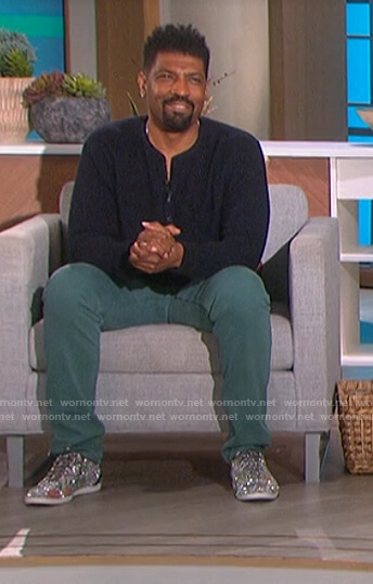 Deon Cole's silver glitter sneakers on The Talk