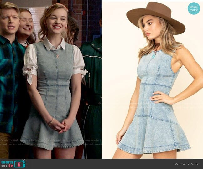 Free People Alex Denim Dress worn by Lily (Olivia Rose Keegan) on High School Musical The Musical The Series