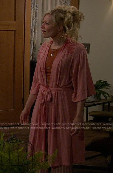 Gemma's pink robe on The Neighborhood