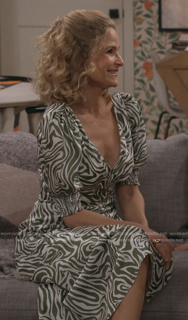Jean's green zebra print dress on Call Your Mother