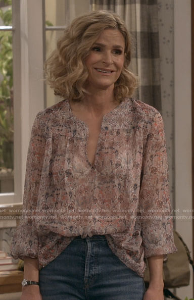 Jean's pink floral top on Call Your Mother