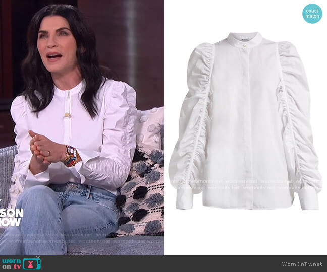 Ruched-sleeve cotton shirt by Jil Sander worn by Julianna Margulies on The Kelly Clarkson Show