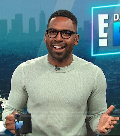 Justin's green crew neck sweater on E! News Daily Pop