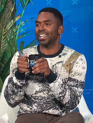 Justin's printed knit sweater on E! News Daily Pop