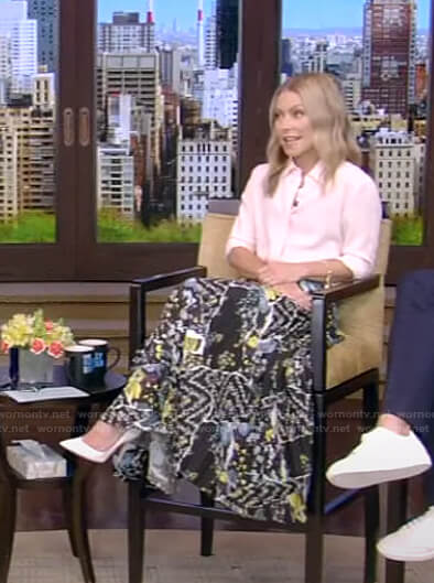 Kelly's black floral pleated skirt on Live with Kelly and Ryan
