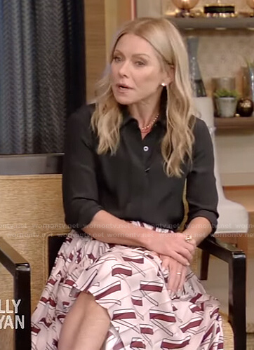 Kelly's pink printed pleated skirt on Live with Kelly and Ryan