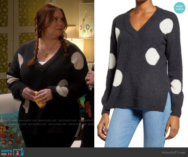 Madewell Dotted Bartlett V-Neck Pullover Sweater worn by Kristin Baxter (Amanda Fuller) on Last Man Standing